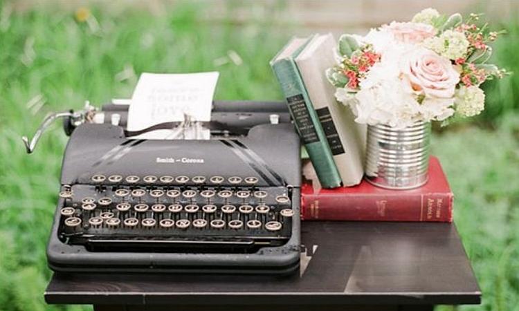 обнаружена пишущая машинка в сером чемодане подряда относится